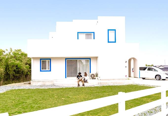 サントリーニ島をイメージした住宅写真