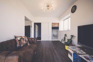 築31年のアパートをヴィンテージ風にリノベーションしたリビングの写真