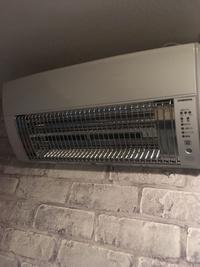 リフォーム後の洗面脱衣室の壁掛暖房機の写真